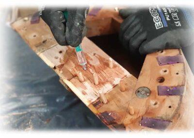 desparasitado de madera en arpas antiguas. Arpas Erard